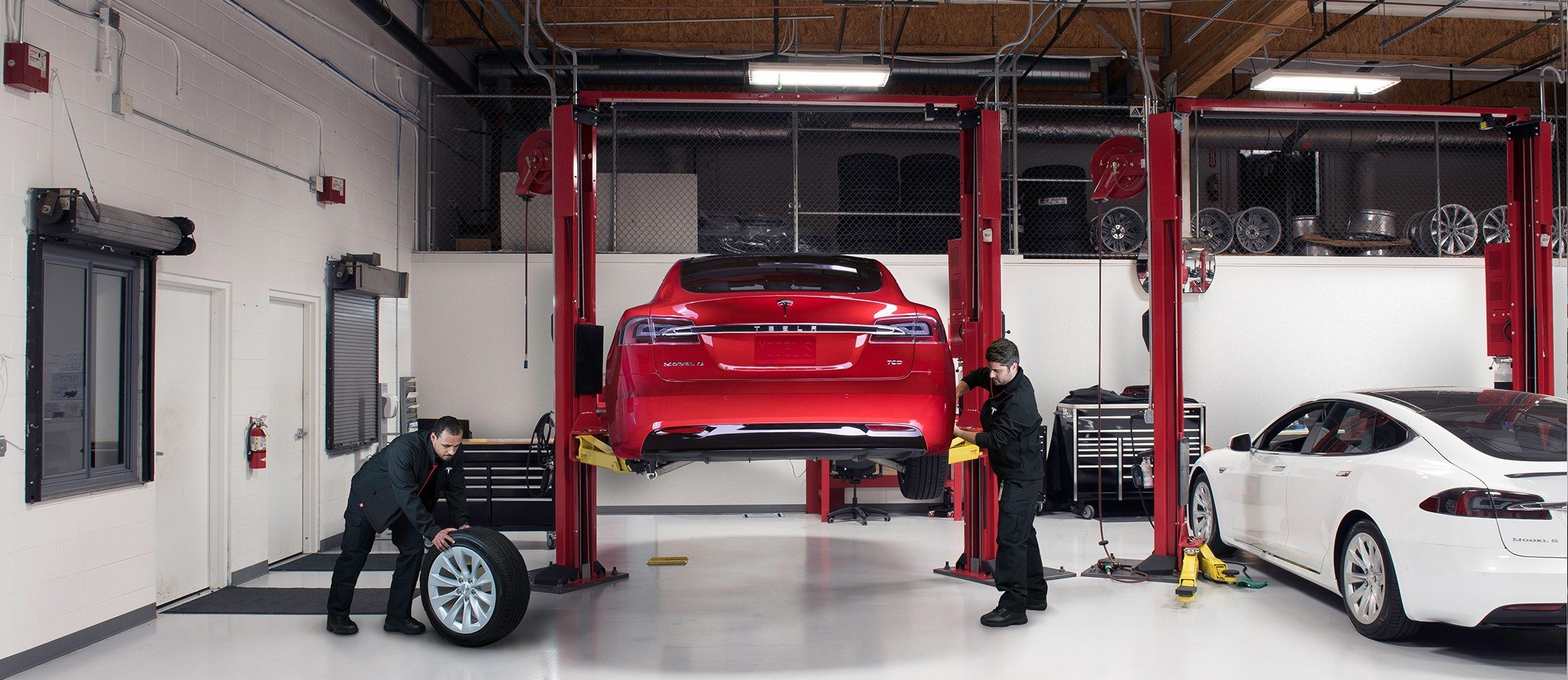 picture of Tesla repair shop in Schiller Park, IL